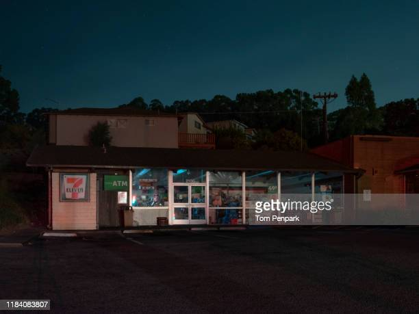closed 7-eleven. pg&e power shutoff in san bruno, san mateo county, san francisco and bay area - san bruno stock pictures, royalty-free photos & images