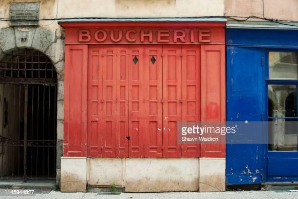 closed boucherie storefront - close up photos et images de collection
