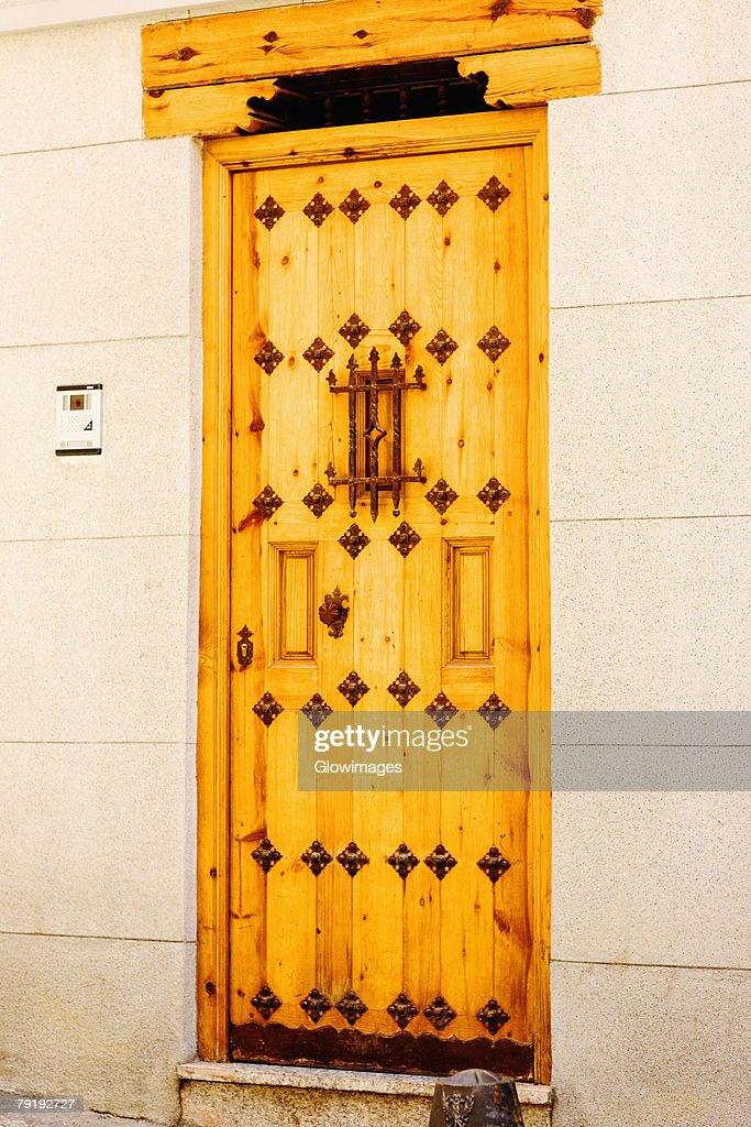 Closed door of a house, Toledo, Spain : Foto de stock