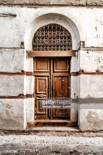 closed door of old building - jiddah stock pictures, royalty-free photos & images