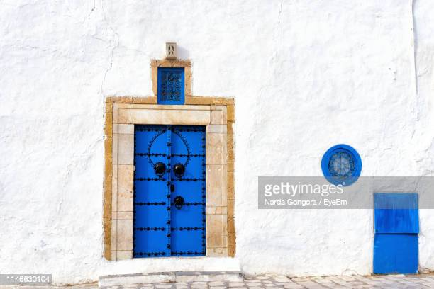 closed door of old house - tunis stock pictures, royalty-free photos & images
