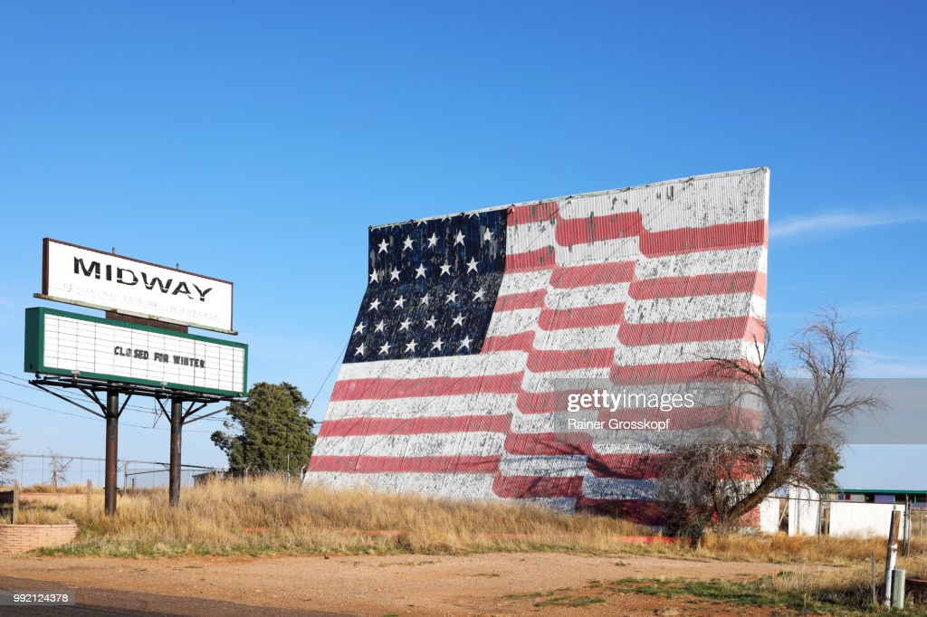 Closed drive-in movie theatre with huge painted american flag : Stock-Foto
