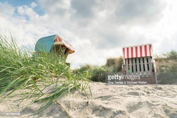 closed hooded beach chair in the dune at the baltic sea (strandkorb) - wolke stock pictures, royalty-free photos & images