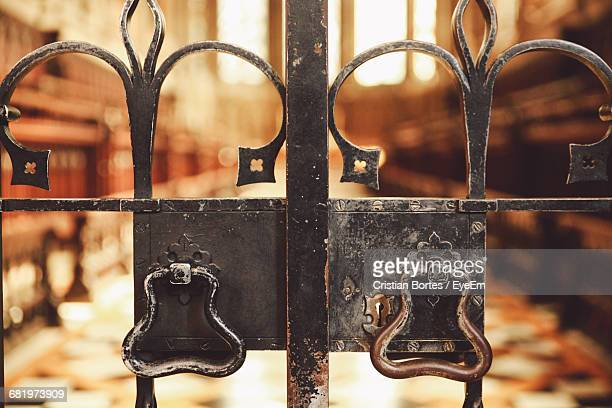 closed metal gate - bortes stock pictures, royalty-free photos & images