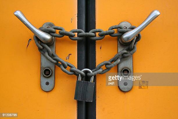 closed plus locked with chain and padlock - pejft stock pictures, royalty-free photos & images