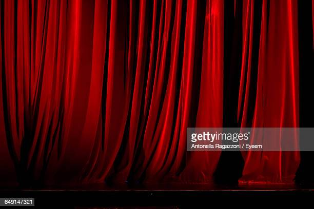 closed red stage curtain - stage curtain stock pictures, royalty-free photos & images