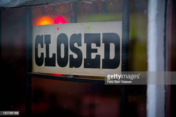 closed sign - barr stock pictures, royalty-free photos & images