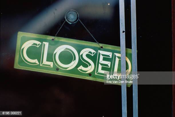'closed' sign - eric van den brulle stock pictures, royalty-free photos & images