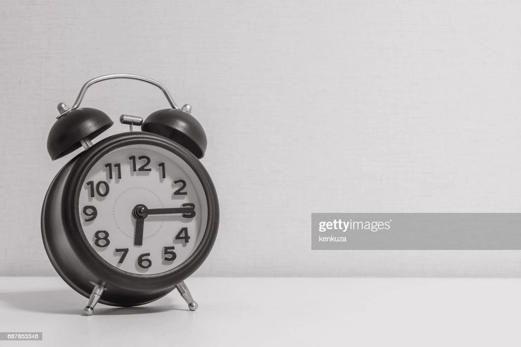 Closeup réveil pour décorer montrent un 0615 ou 0615 heures blanc