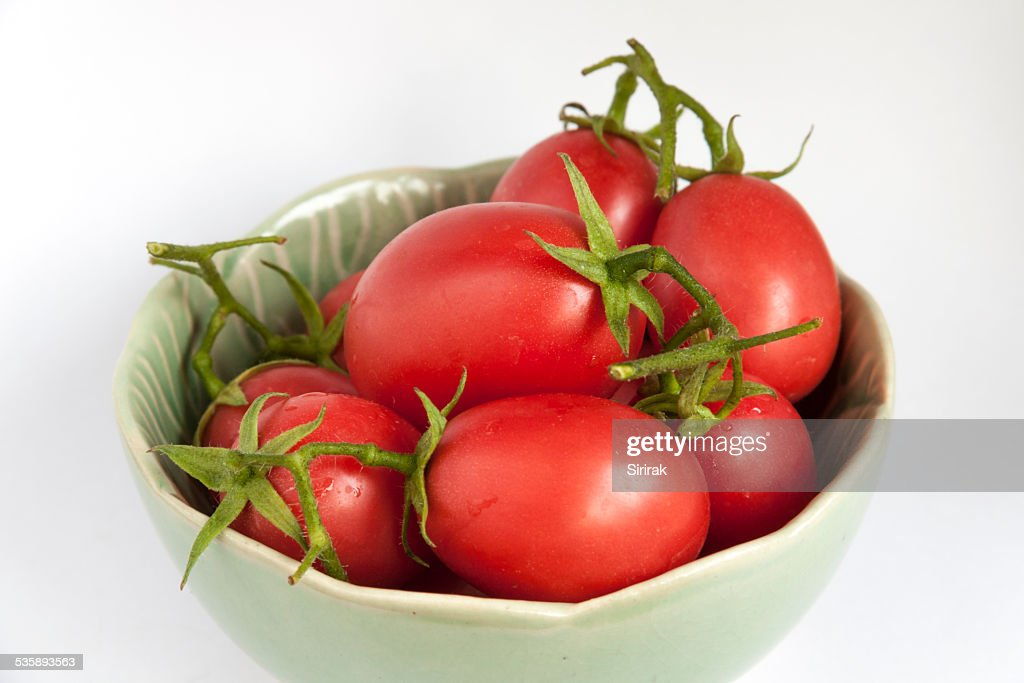 Close-up fresh tomatoes in green bowl : Stock Photo