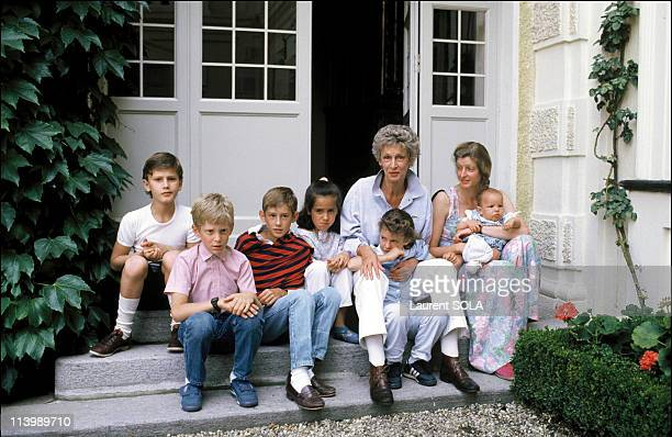 Closeup Giovanni Agnelli and family In Turin Italy On July 16 1986With wife Marella children and grandchildren