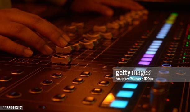 close-up hands of sound engineer using mixer - images stock pictures, royalty-free photos & images
