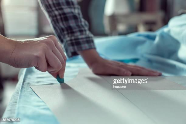 Close-up Hände der Frau machen Muster