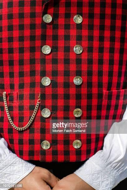 a closeup look of norwegian traditional costume: male bunad - traditionele kledij stockfoto's en -beelden