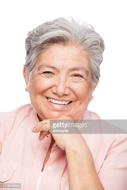 Primer plano de una hermosa mujer mayor