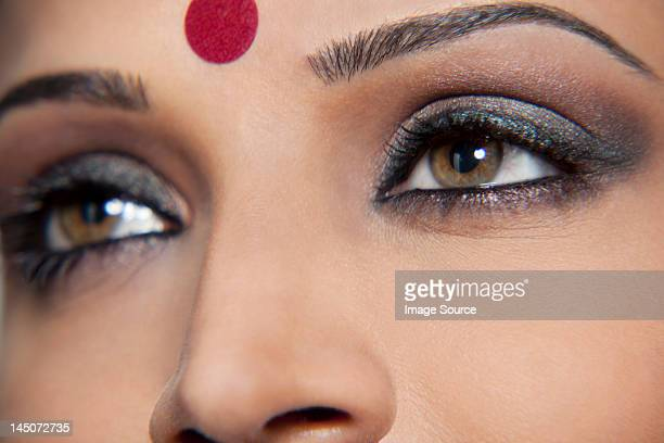 close-up of a beautiful woman with a bindi - bindi stock pictures, royalty-free photos & images