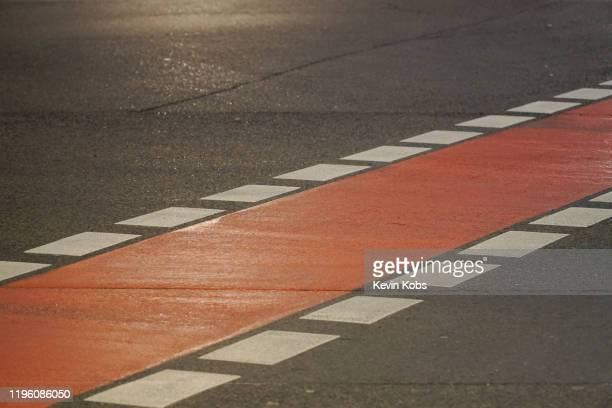 close-up of a bicycle lane. - 路面表示 ストックフォトと画像