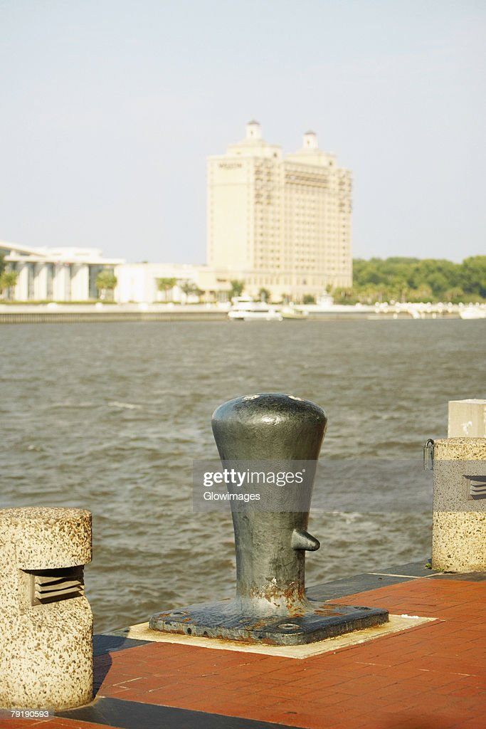 Close-up of a bollard with a building in the background, Savannah, Georgia, USA : Foto de stock