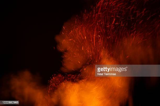 close-up of a bonfire burning outside of countryside. motion blur while shooting at night. - fire natural phenomenon stock pictures, royalty-free photos & images