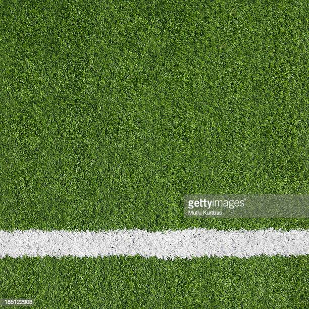 close-up of a boundary line on a soccer field - voetbalveld stockfoto's en -beelden