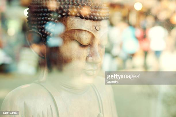 close-up di una statua del buddha (sri lanka - buddha foto e immagini stock