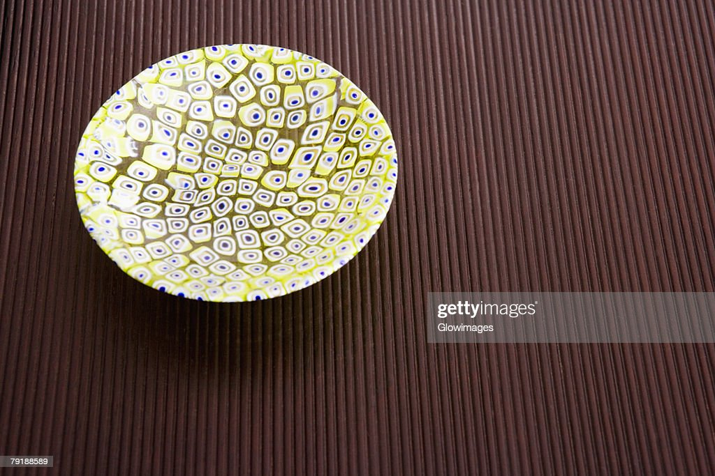 Close-up of a ceramic bowl on a table : Foto de stock