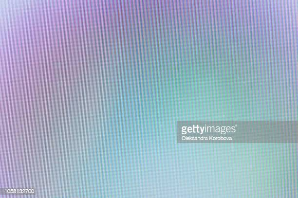 close-up of a colorful moire pattern on a computer screen. - beeldscherm stockfoto's en -beelden