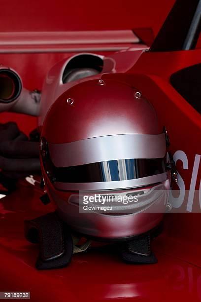 close-up of a crash helmet on a racecar - casque de protection au sport photos et images de collection