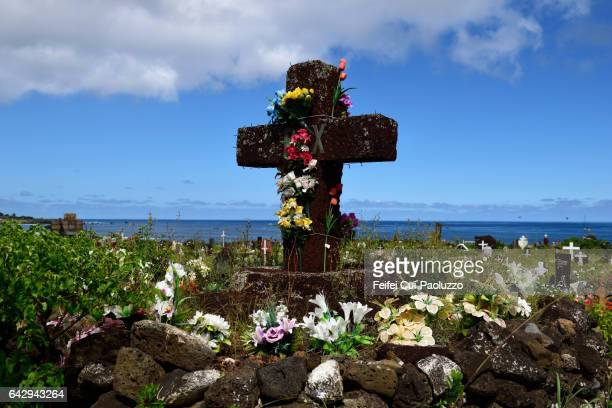 close-up of a cross at cemetery of hanga roa of easter island in chile - crosses with flowers stock pictures, royalty-free photos & images