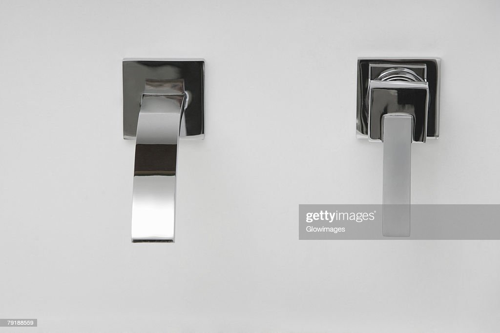 Close-up of a faucet in the bathroom : Foto de stock