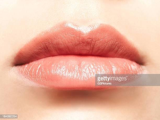 Nahaufnahme eines weiblichen die weichen Rosa Lippen