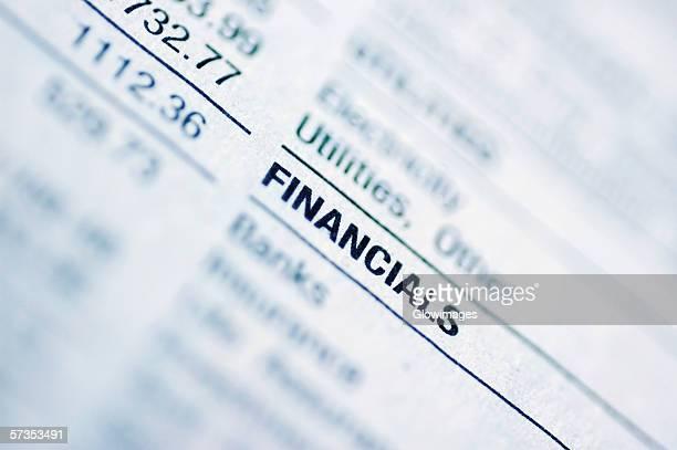 close-up of a financial page - écriture européenne photos et images de collection