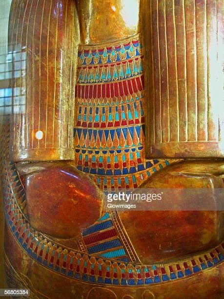 close-up of a golden statue, cairo, egypt - nationaal monument beroemde plaats stockfoto's en -beelden