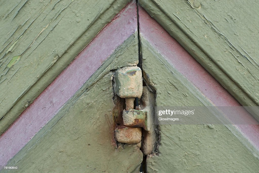 Close-up of a hinge on an old door : Stock Photo