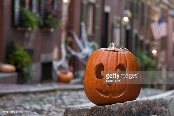 close-up of a jack o' lantern, acorn street, beacon hill, boston, massachusetts, usa - acorn street boston stock pictures, royalty-free photos & images