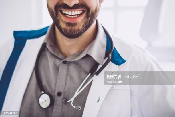 Gros plan d'un homme Médecin