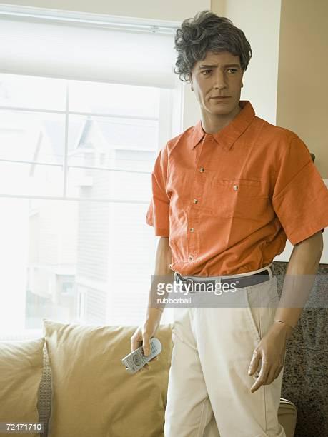 close-up of a male mannequin holding a remote control - figura maschile foto e immagini stock