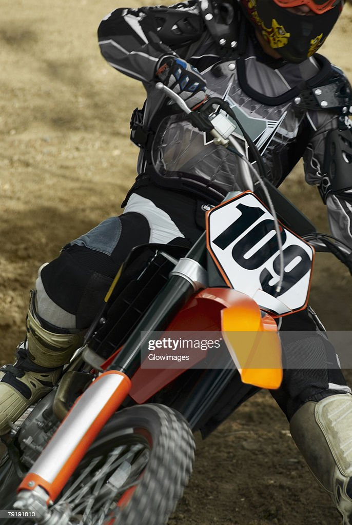 Close-up of a motocross rider riding a motorcycle : Foto de stock