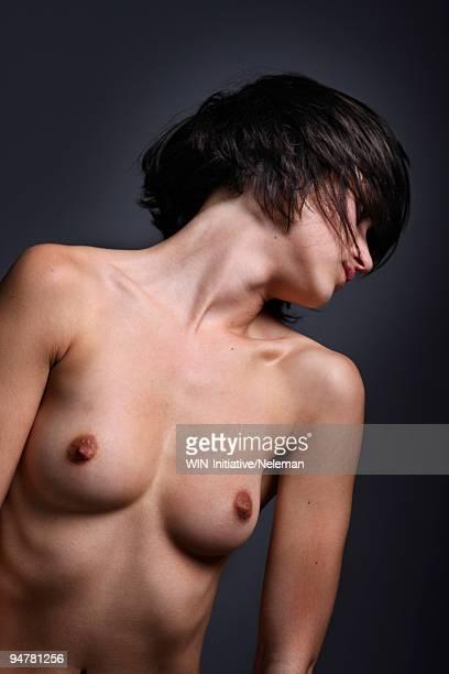 close-up of a naked woman - nackte frau brüste stock-fotos und bilder