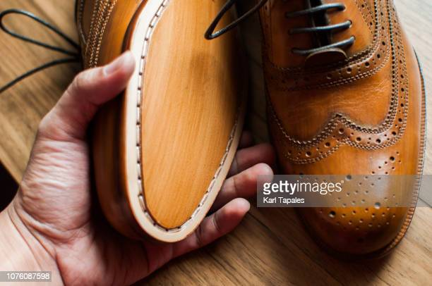 a close-up of a pair of men's shoes - nette schoen stockfoto's en -beelden