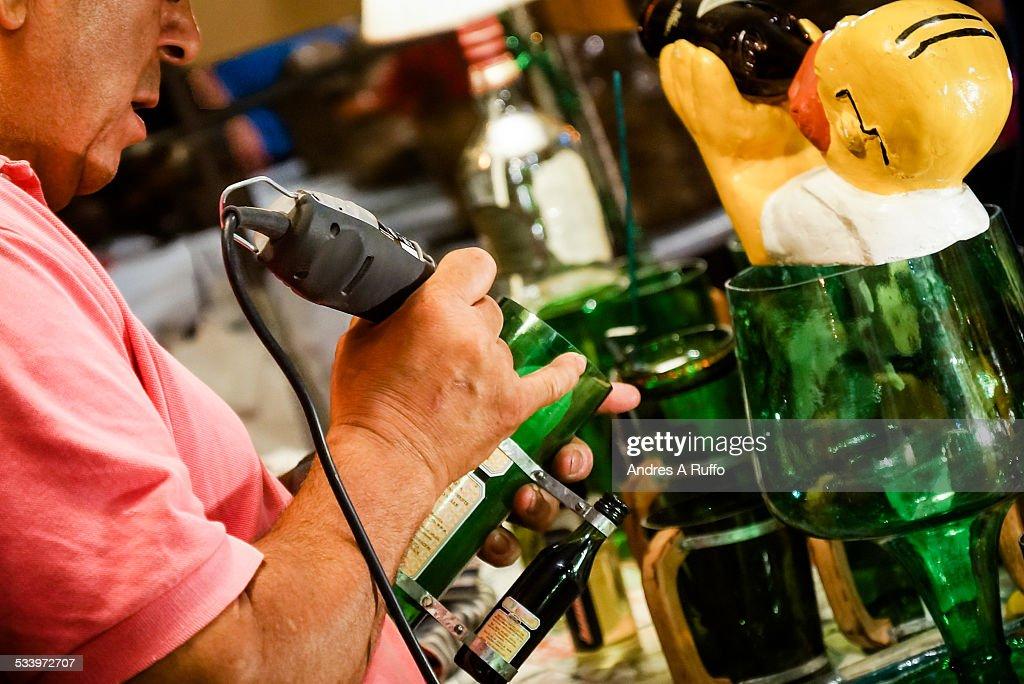 Using Hand Tools : News Photo