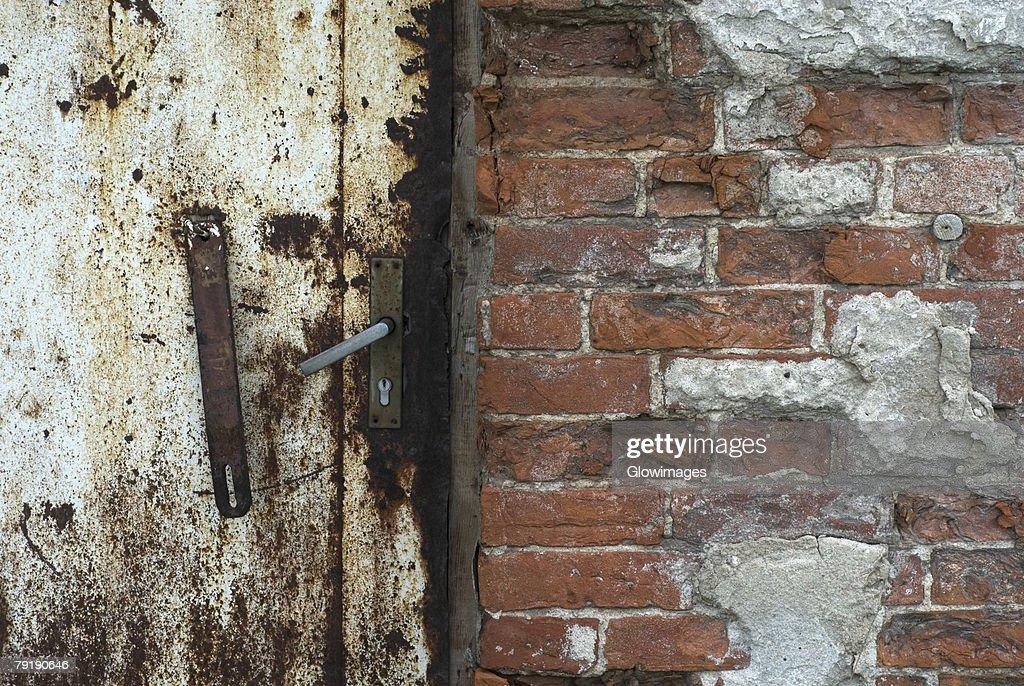 Close-up of a rusty door : Foto de stock