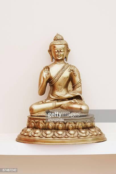 close-up of a statue of buddha - buda imagens e fotografias de stock