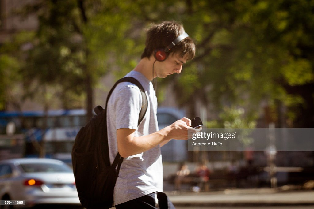 Cellphones On The Street  : News Photo