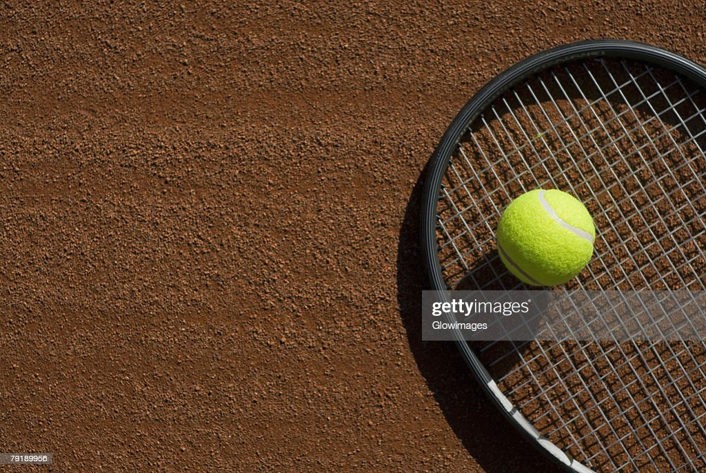 Close-up of a tennis ball on a racket in a court : Foto de stock