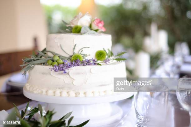 close-up of a wedding cake at a wedding reception - wedding cake foto e immagini stock