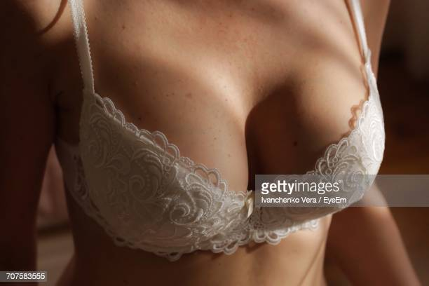 close-up of a woman - busen nahaufnahme stock-fotos und bilder