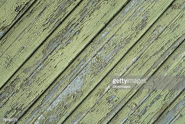 close-up of a wooden surface - gekanteld stockfoto's en -beelden