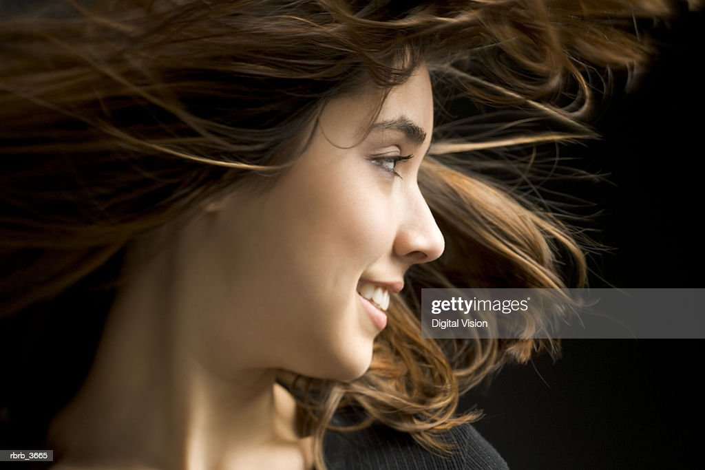 Close-up of a young woman smiling : Foto de stock