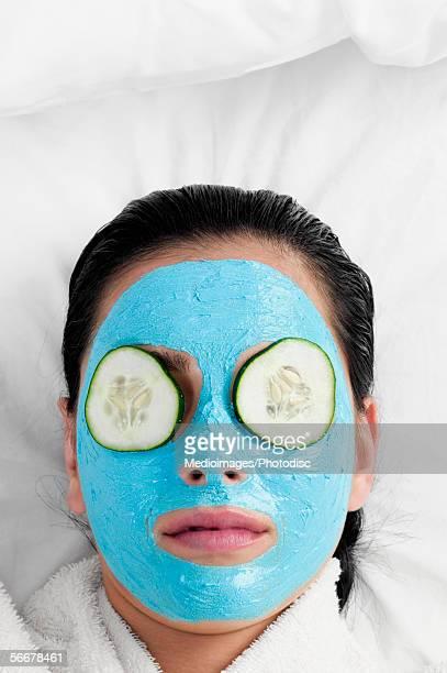 close-up of a young woman with a facial mask - vegetais - fotografias e filmes do acervo